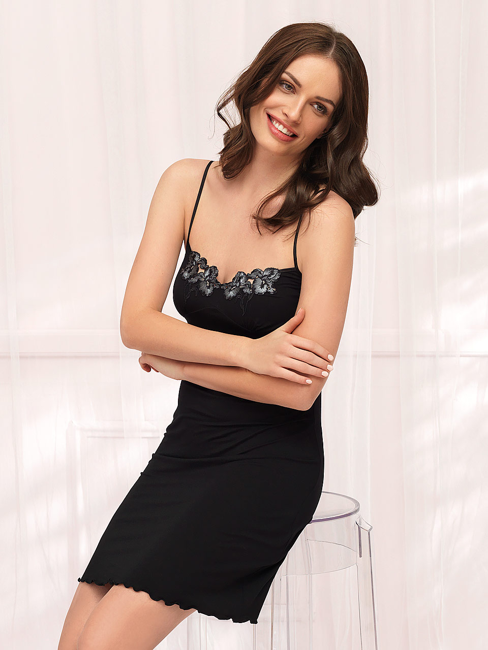 FD / Winter 2811 Chemise<br />01 Ivory, 02 Black, 06 Plum, 28 Cappuccino