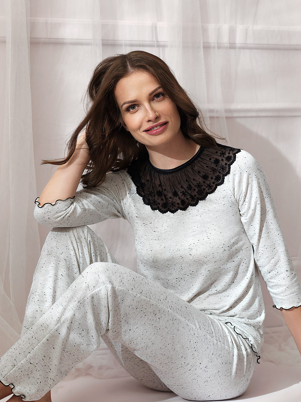 FD / Snowflake 2822 Pigiama<br />59 Cream / Black Thread, 60 Grey / Black Thread