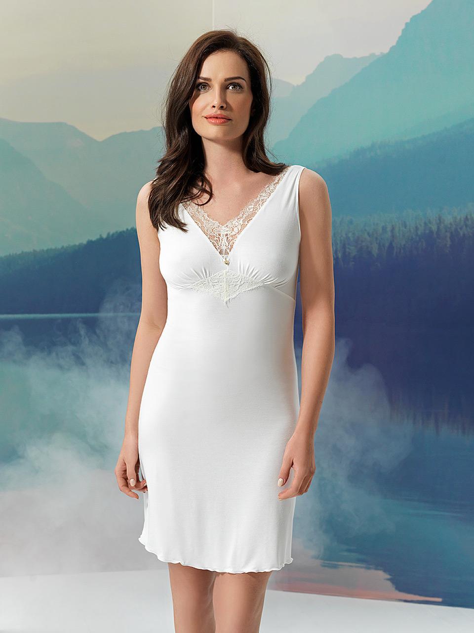 Fairy 2953 Camicia da notte<br />10 Ivory, 02 Black, 10 Violet, 54 Deep Rose