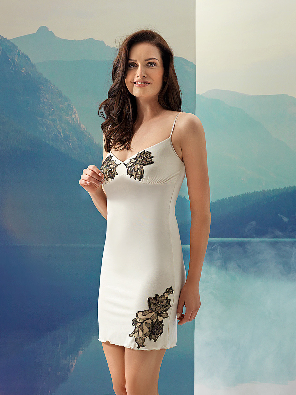 Fleur 2961 Chemise<br />10 Ivory, 02 Black, 28 Cappuccino