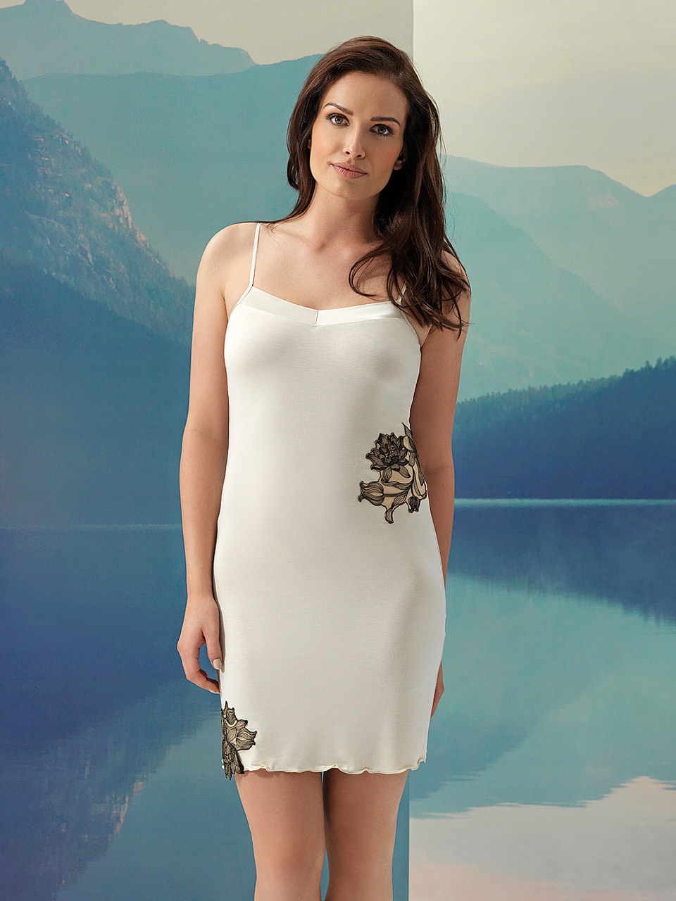 Fleur 2963 Chemise<br />10 Ivory, 02 Black, 28 Cappuccino