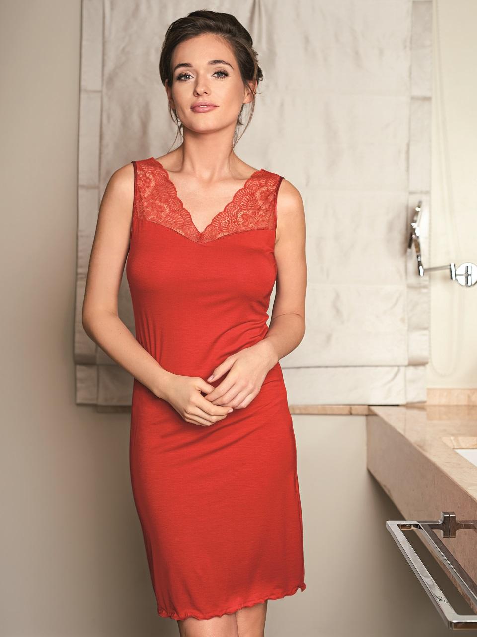 Victoria 3020 Camicia da notte<br />01 Ivory, 02 Black, 61 Red