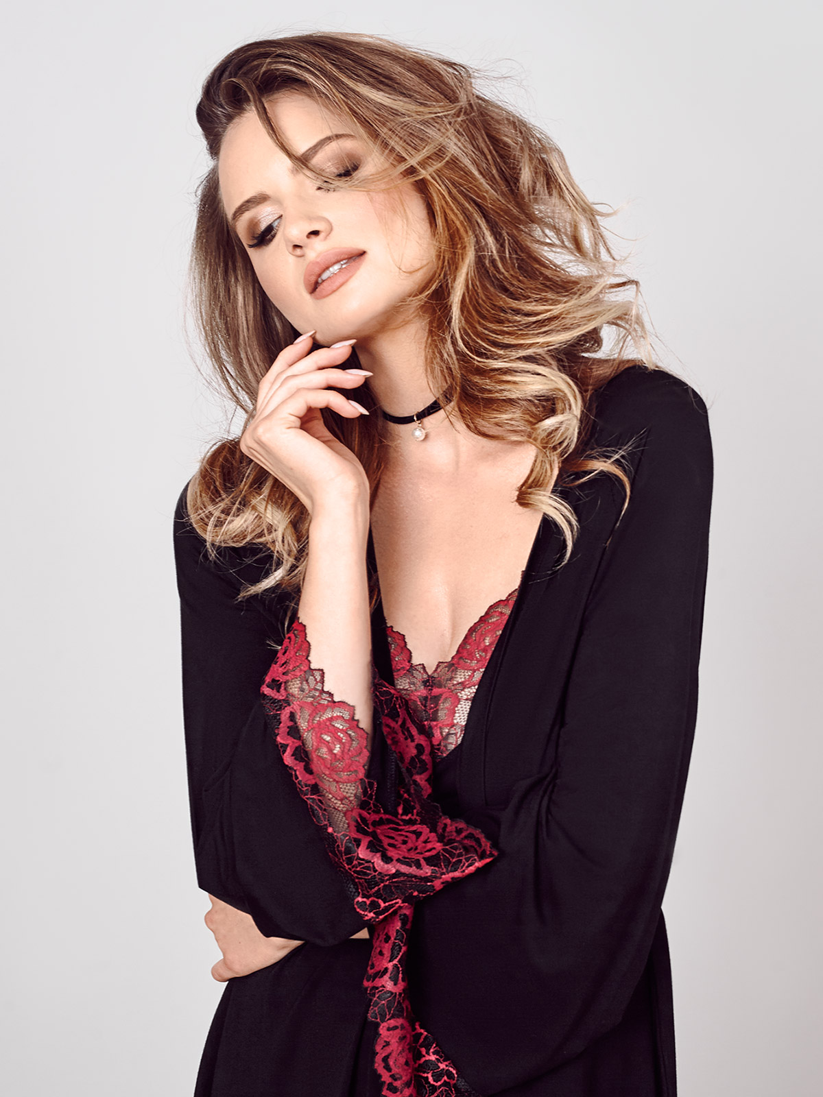 IC 012 Chemise<br />02 Black, 07 Ruby, 28 Cappuccino<br />IC 014 Vestaglia<br />02 Black, 07 Ruby, 28 Cappuccino