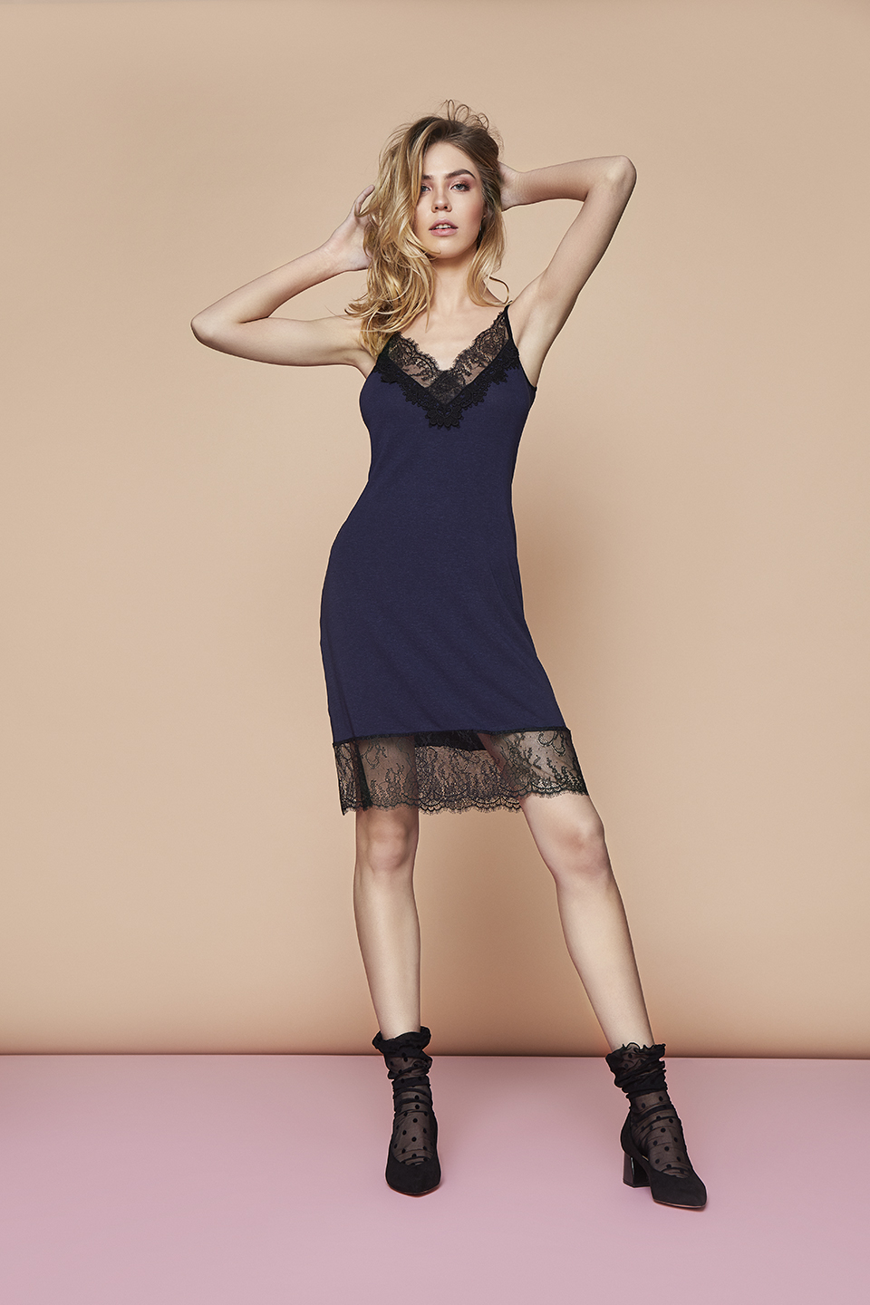 Night Moon OZ105 Chemise<br />03 Dark Blue, 15 Beige, 67 Antique Rose<br />Tutu OZ106 Calzini