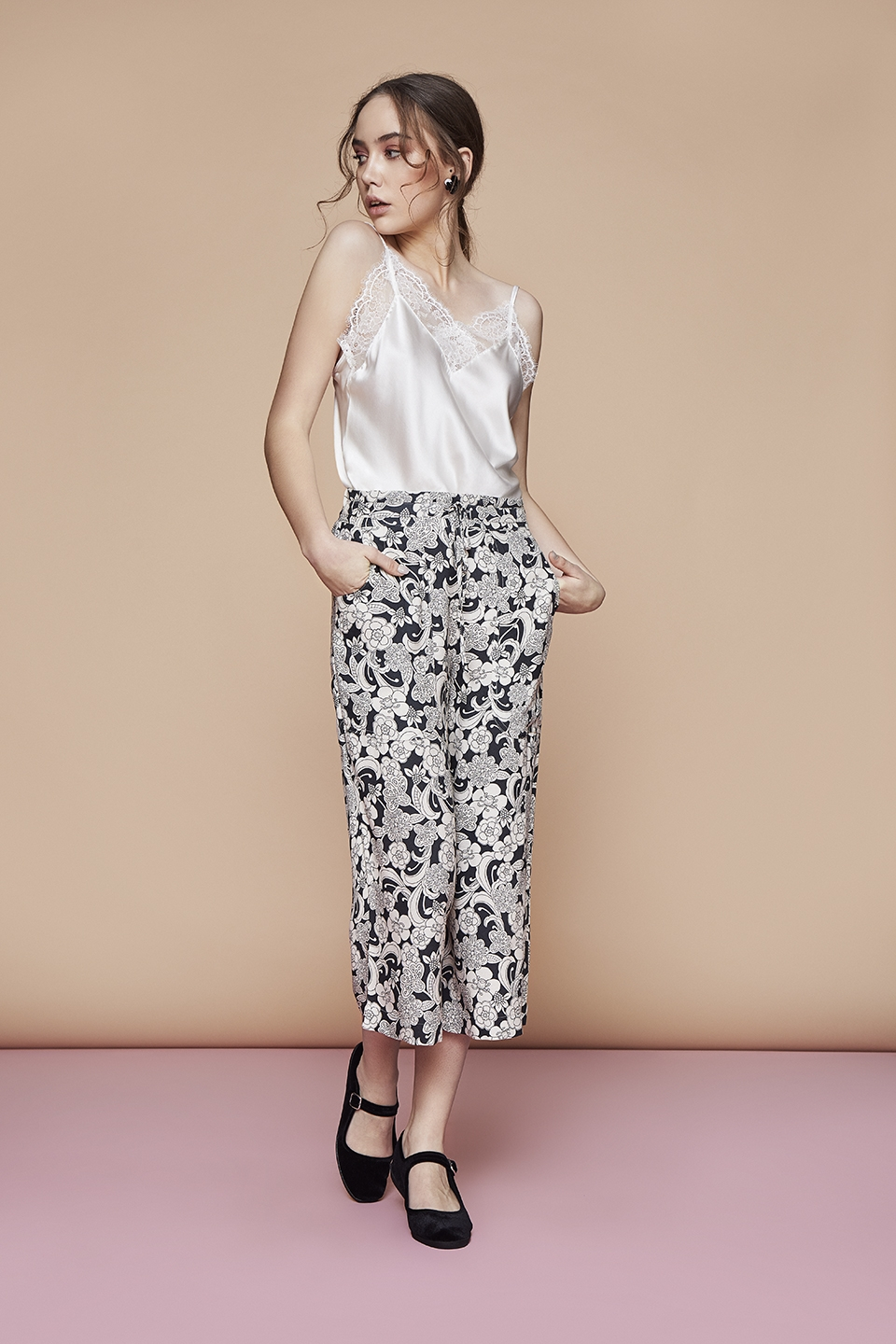 Sweety OZ111 Camiciola<br />01 Ivory, 02 Black, 03 Dark Blue<br />Love OZ112 Pantalone