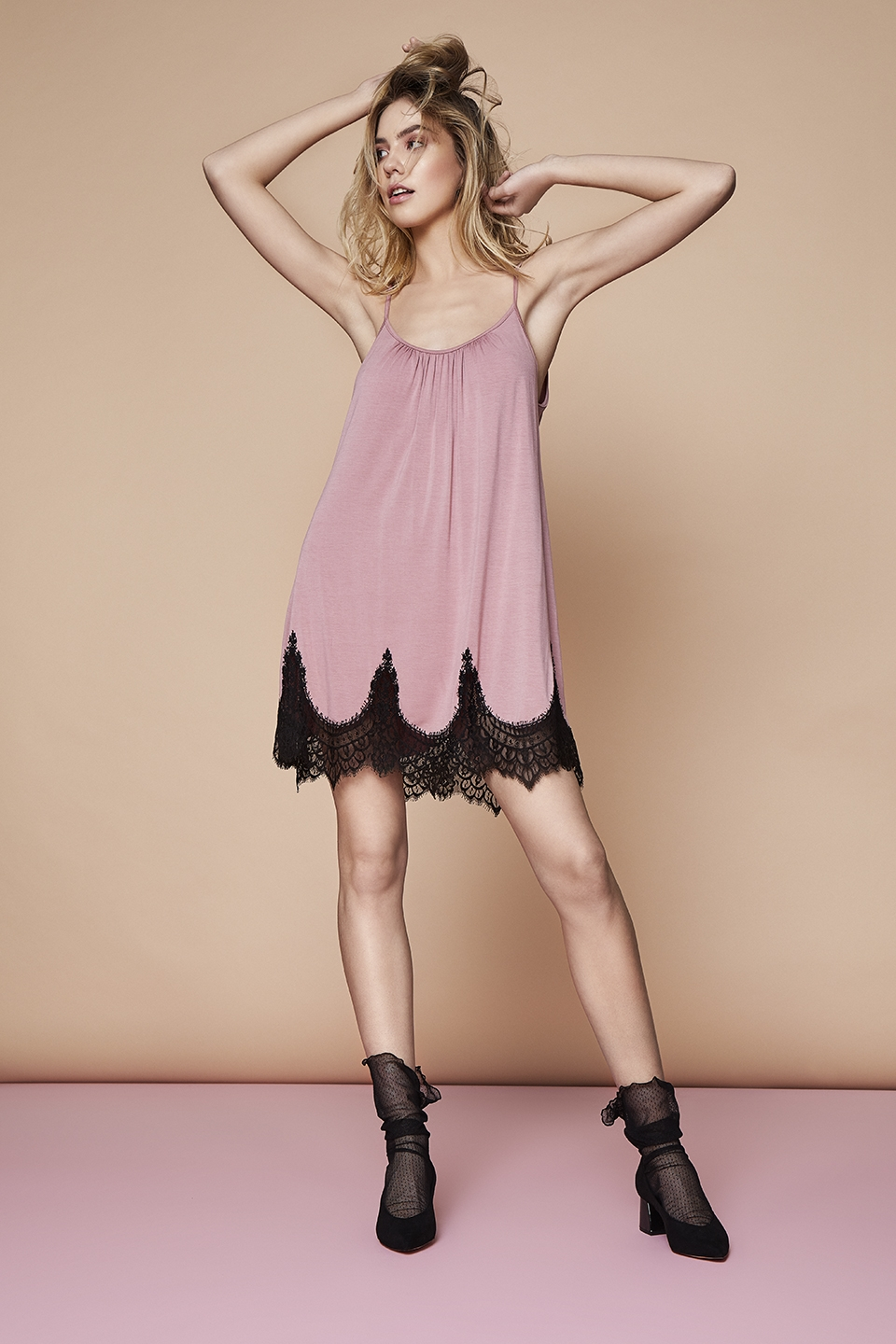 Silent Night OZ135 Chemise<br />03 Dark Blue, 15 Beige, 67 Antique Rose<br />Freckled OZ149 Calzini