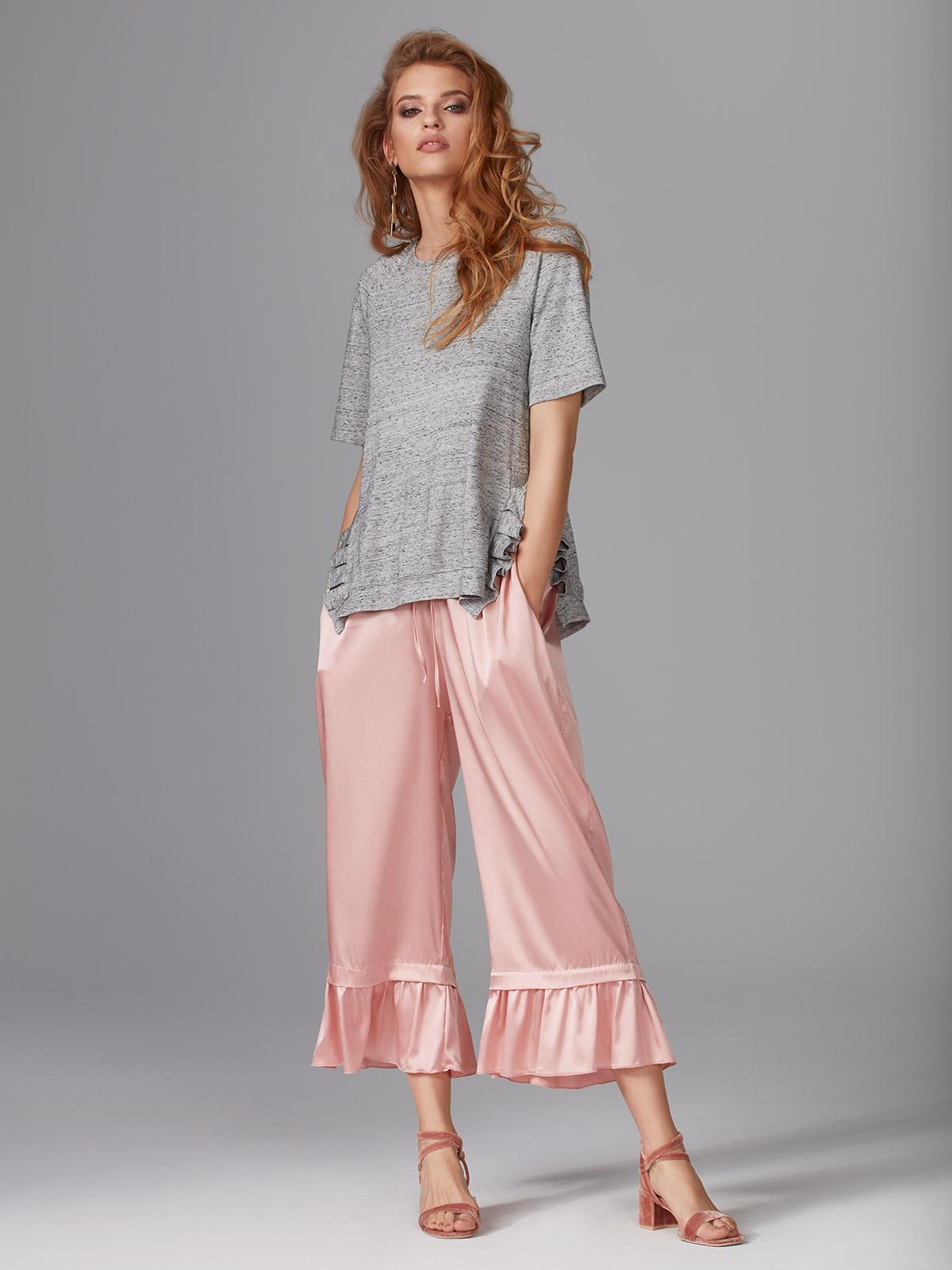 Wish It OZ015 T-shirt<br />02 Black, 60 Ash<br />60's Heritage OZ016 Pantalone Seta<br />01 Ivory, 02 Black, 64 Dusty Pink, 65 Silver