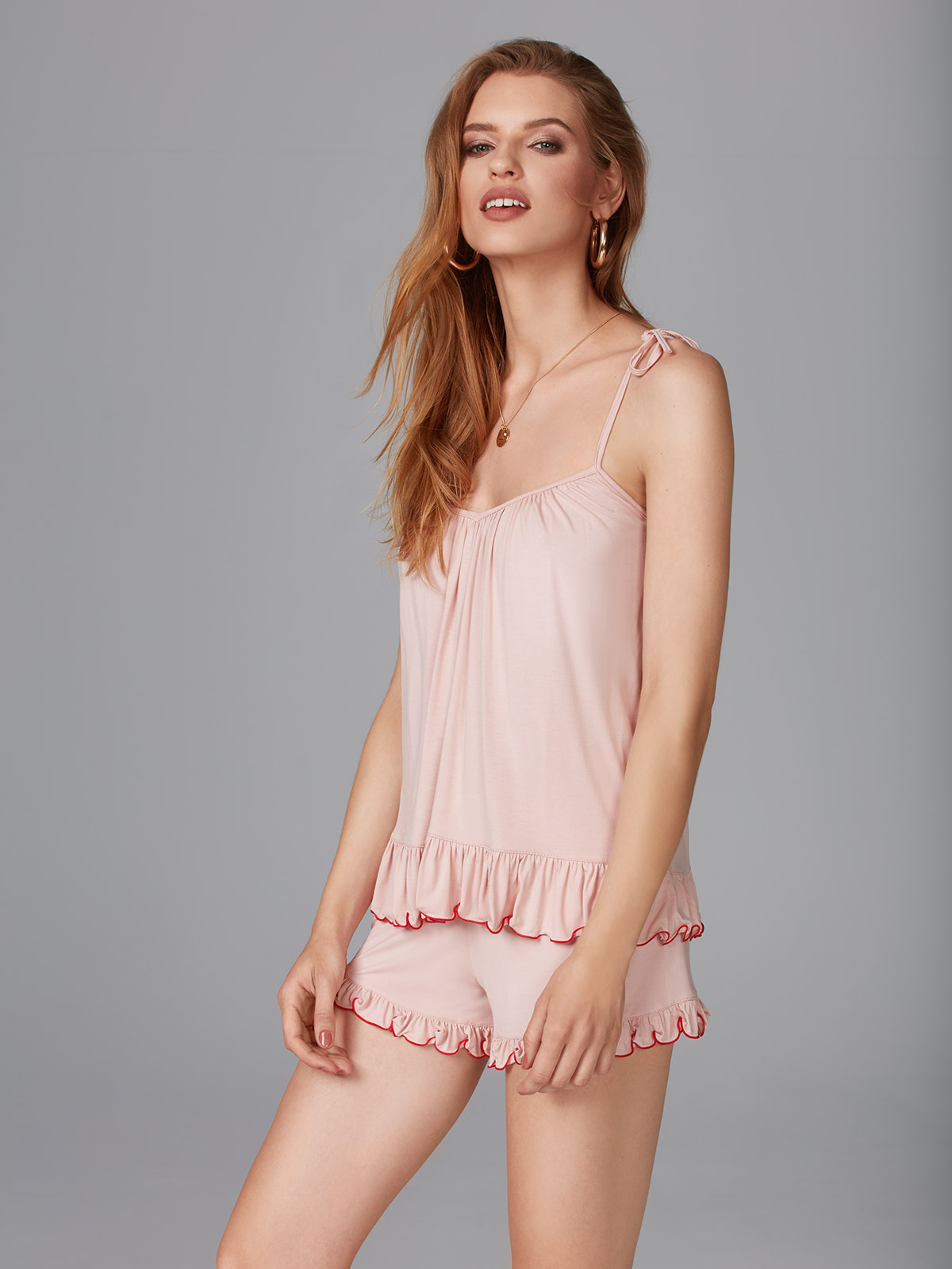 Look At Me OZ041 Top<br />02 Black, 64 Dusty Pink<br />Have Fun OZ042 Shorts<br />02 Black, 64 Dusty Pink